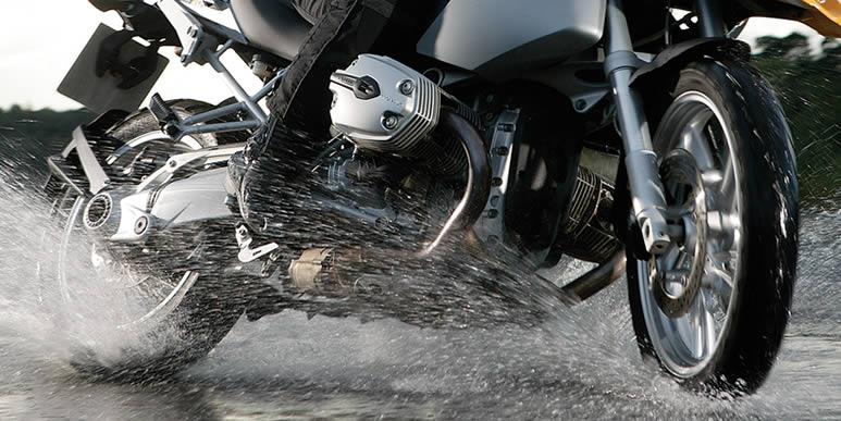 Советы бывалых: как научиться безопасно ездить под дождем