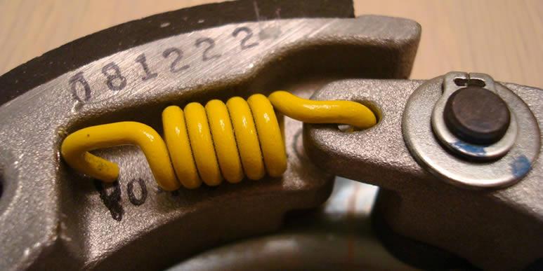 Три простых способа замены пружинок в сцеплении скутера