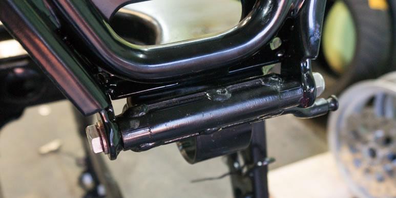 Установка центральной подножки на скутере Gilera Runner 125 и 180cc 2Т